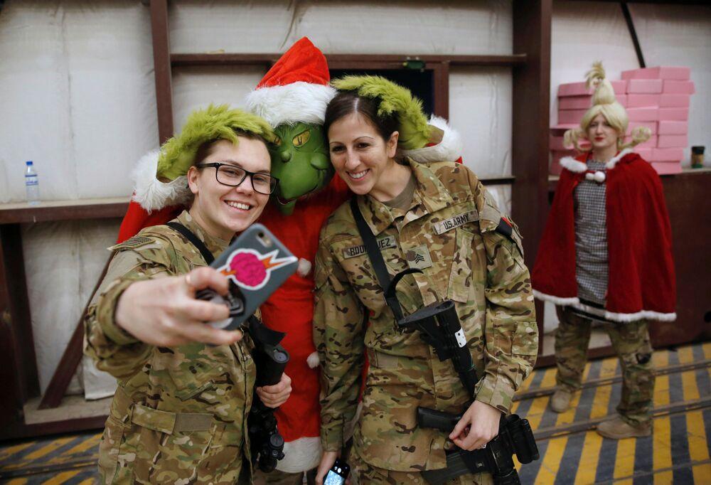 الاحتفالات بعيد الميلاد المجيد - القاعدة العسكرية الجوية باغرام شمال كابول، أفغانستان 24 ديسمبر/ كانون الأول 2017