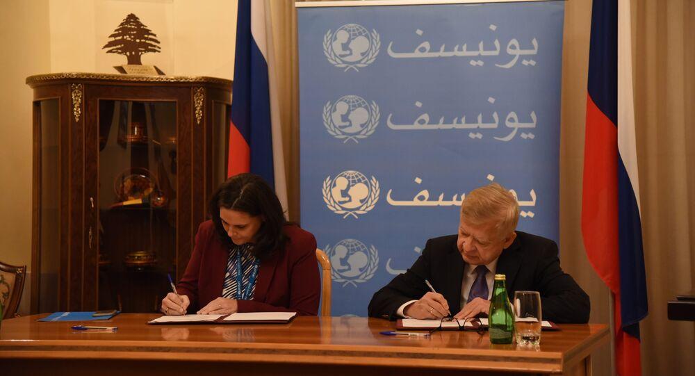 السفير الروسي في لبنان ألكسندر زاسيبكين مع نائبة ممثلة اليونيسيف في لبنان فيوليت وارنيري
