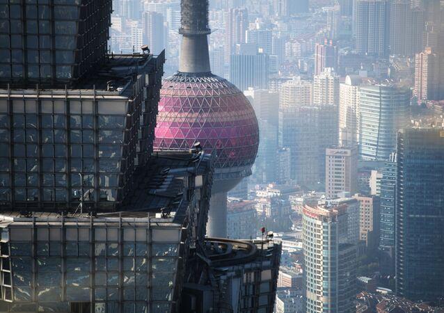 برج تزين ماو وبرج الإذاعة والتلفزيون اللؤلؤة الشرقية في شنغهاي، الصين