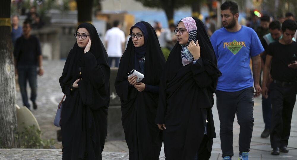 نساء في شوارع طهران