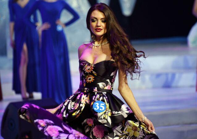 المشاركات في المسابقة الروسية الصينية الدولية الـ14 سفيرة الجمال في منشوريا، الصين - الروسية سفيتلانا أندروسوفا من تشيتا الحاصلة على المرتبة الثانية (نائبة سفيرة الجمال)