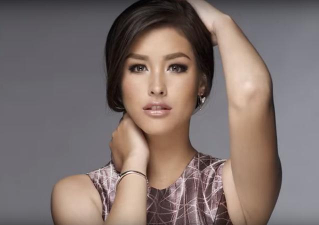 عارضة الأزياء والممثلة الفلبينية ليزا سوبيرانو
