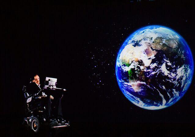 الفيزيائي البريطاني ستيفن هوكينغ