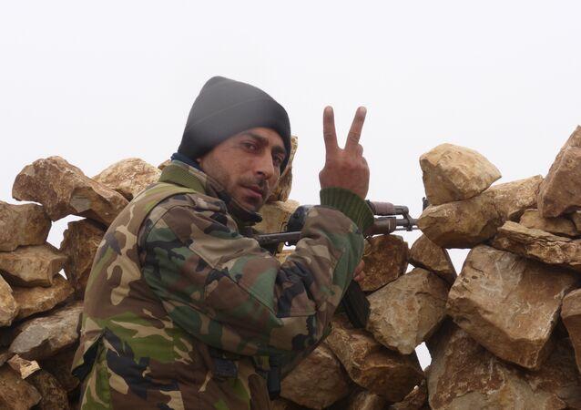 بالفيديو.... هكذا تعامل الجيش السوري مع  المسلحين على جبهة حرستا