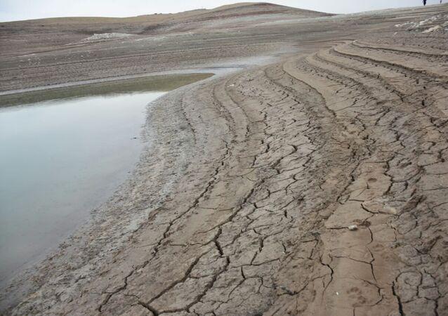 انخفاض المياه في سد الموصل العراقي