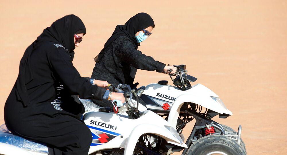 نساء سعوديات يمارسن رياضة