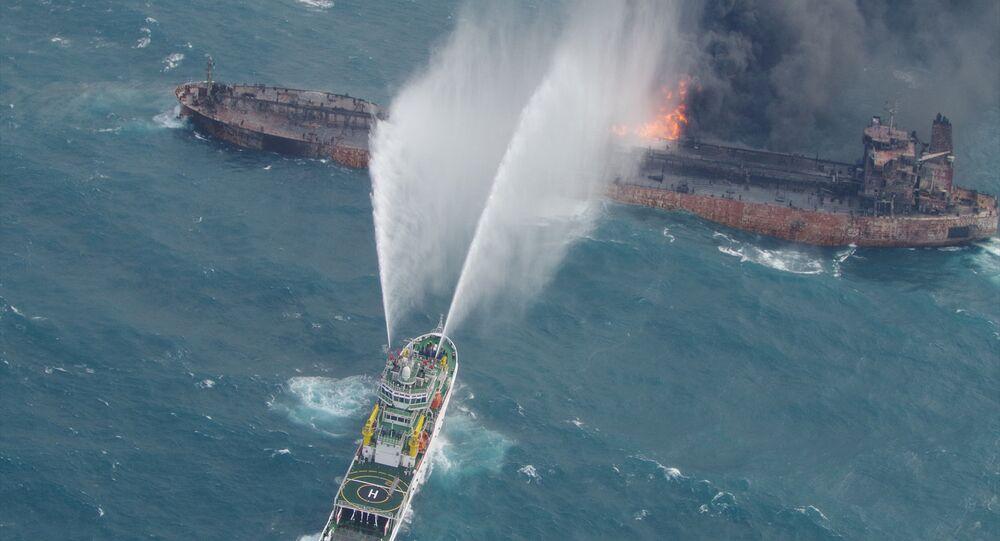 ناقلة النفط الإيرانية المحترقة