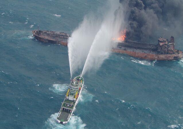 احتراق ناقلة النفط الإيرانية