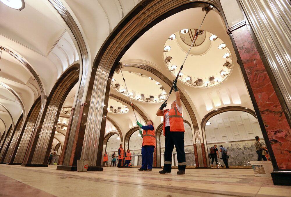 محطة مترو ماياكوفسكايا في موسكو