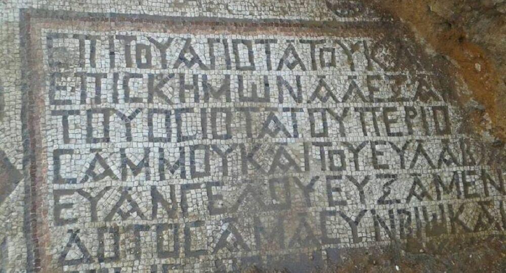 العثور على لوحات فسيفسائية تعود للعصر البيزنطي داخل موقع أثري ديني في ريف حماة الشرقي، سوريا