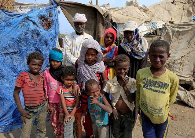 لاجئون يمنيون بعد القفص السعودي على اليمن، بالقرب من مدينة الحديدة على البحر الأحمر، 9 يناير/ كانون الثاني 2018