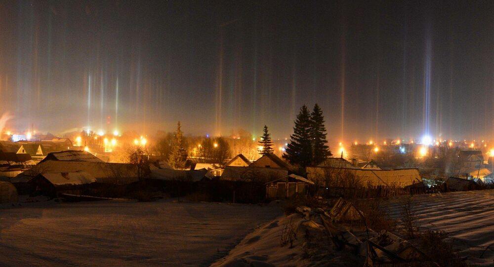 عواميد ضوئية خيالية تظهر ليلا في تشيلابينسك