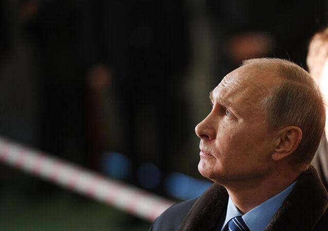 الرئيس فلاديمير بوتين خلال زيارة عمل إلى منطقة تفيرسكايا أوبلست، روسيا