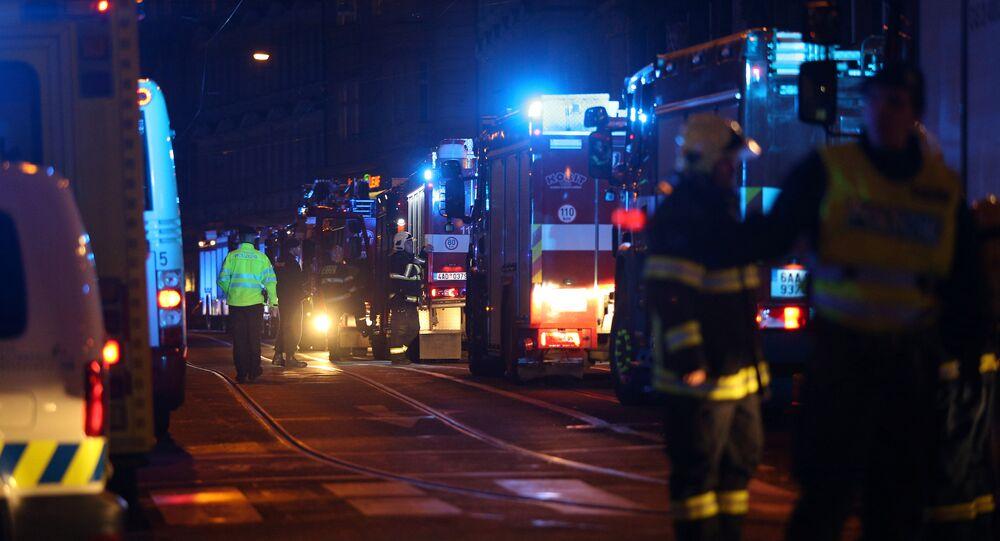 قوات الإطفاء تحاول السيطرة على حريق فندق براغ