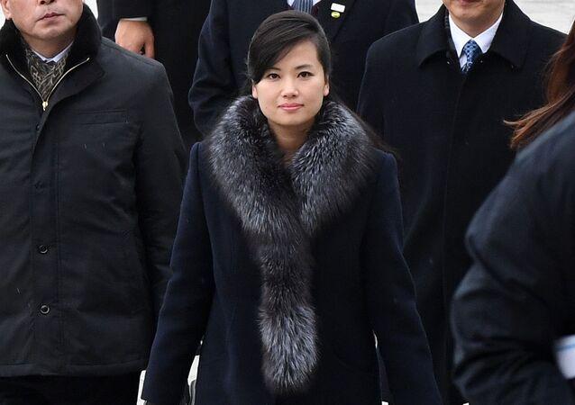 مغنية الزعيم الكوري المفضلة هيون سونغ وول