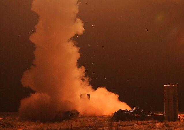 منظومات صواريخ مضادة للطائرات من طراز إس-400 في الحقل العسكري أشولوك في منطقة أرستراخان، روسيا