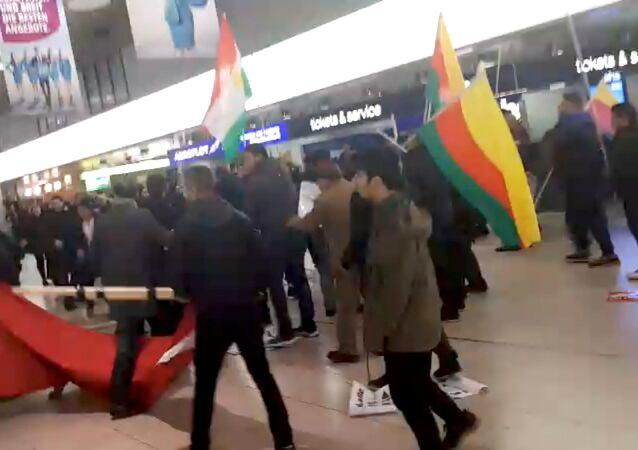 شجار بين الأكراد ومؤيدي أردوغان في مطار هانوفر
