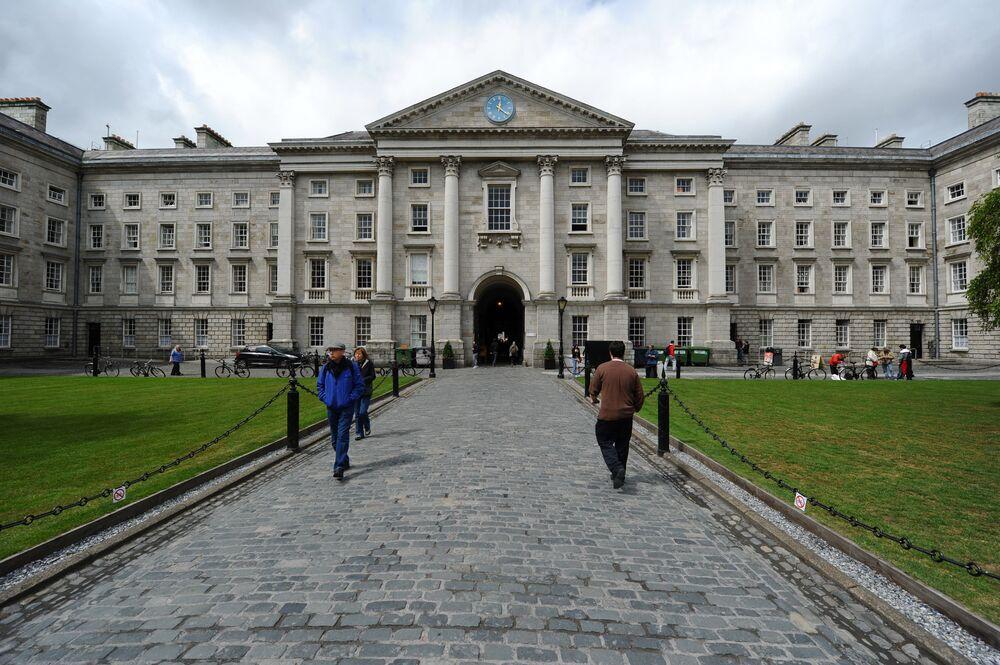 كلية الثالوث (ترينيتي) في دبلن، آيرلندا