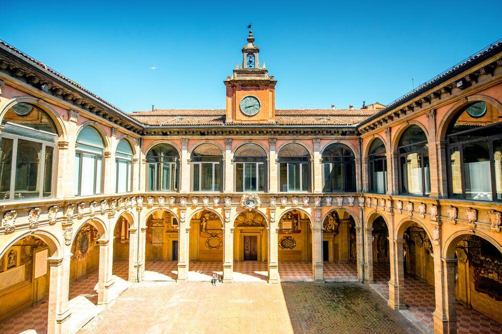 جامعة بولونيا، إيطاليا