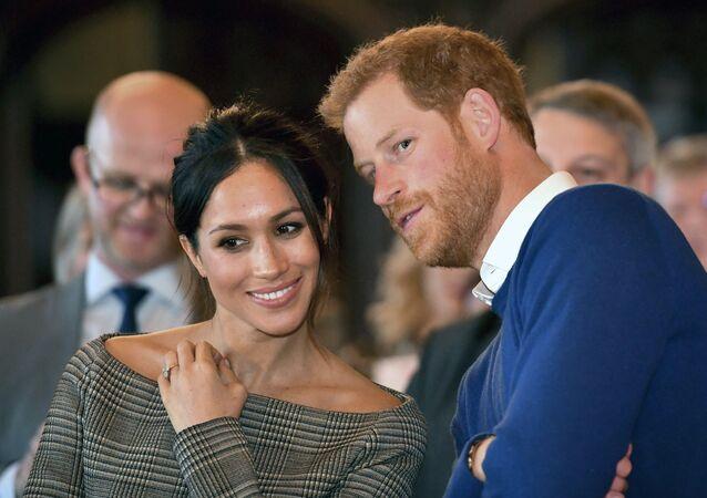 نجل ولي عهد بريطانيا الأمير هاري مع خطيبته الأمريكية ميغان ماركل
