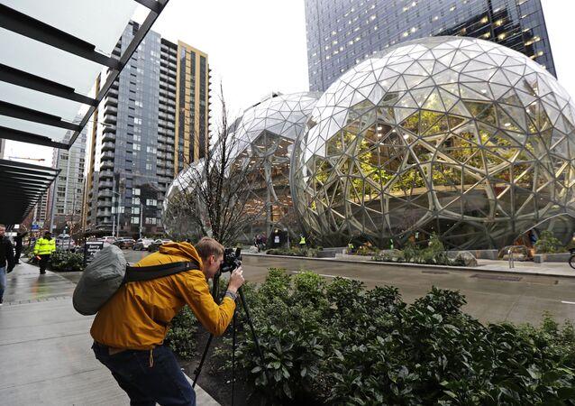 شركة أمازون جعلت مقرها غابة ممطرة وسط 3 قباب في سياتل، الولايات المتحدة 29 يناير/ كانون الثاني 2018