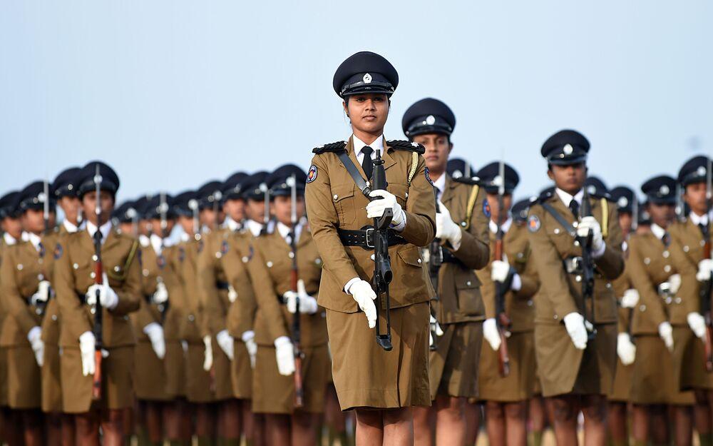 شرطيات سريلانكا في كولومبو