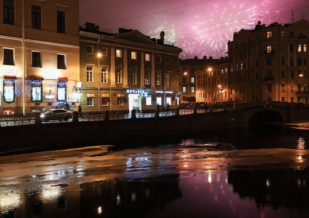 ألعاب نارية بمناسبة إحياء الذكرى الـ 75 لكسر حصار لينينغراد