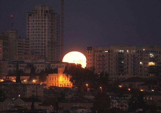 ثلاث ظواهر فريدة من نوعها في وقت واحد: خسوف القمر والقمر الكامل والقمر العملاق - القدس 31 يناير/ كانون الثاني 2018
