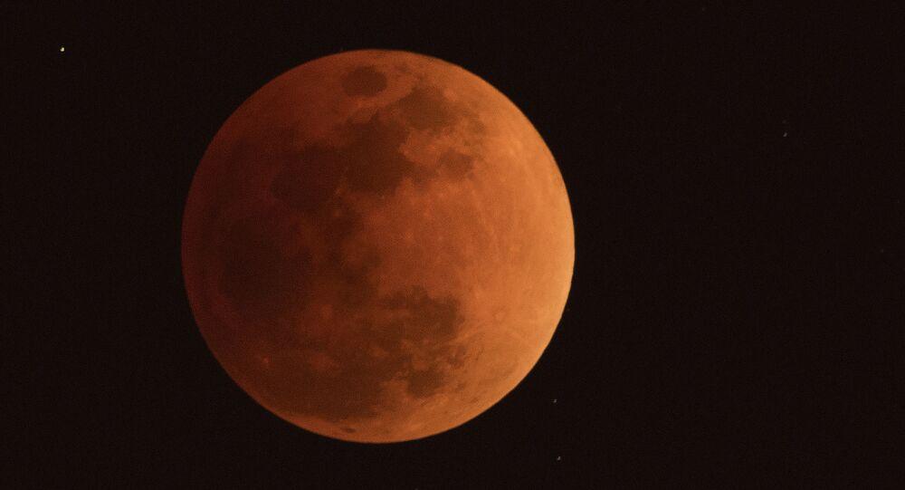 ثلاث ظواهر فريدة من نوعها في وقت واحد: خسوف القمر والقمر الكامل والقمر العملاق - الصين 31 يناير/ كانون الثاني 2018