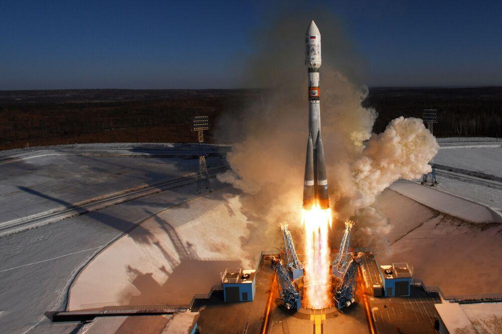 إطلاق الصاروخ الروسي سويوز أ 2.1 مع 11 قمرا صناعيا