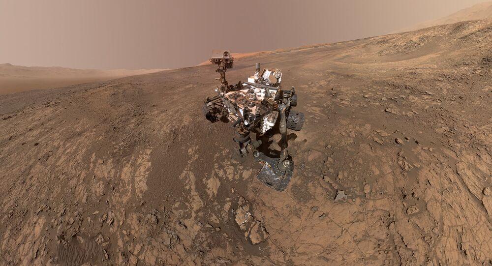 مركبة كوريوستي مارس (Curiosity Mars) تلتقط صورة لها على سطح المريخ في منطقة فيرا روبين ريدج (Vera Rubin Ridge)، التي يتم استكشافها في الأشهر الأخيرة، 23 يناير/ كانون الثاني 2018