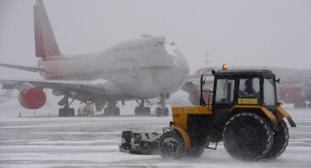 هبوط الثلوج في المطارات