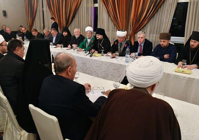 وفد من الشخصيات الدينية في روسيا يزور دمشق - توزيع المساعدات الإنسانية - مفتي سوريا أحمد بدرالدين حسون -