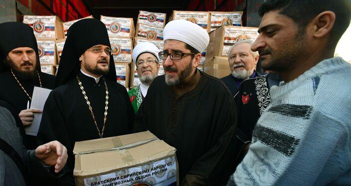 وفد من الشخصيات الدينية في روسيا يزور دمشق - توزيع المساعدات الإنسانية - (الثاني من اليسار رئيس الوفد الروسي بطريرك ستيفان إيغومنوف)