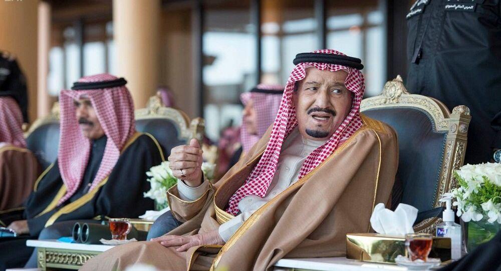 السعودية نيوز | صور نادرة تجمع الأمير الراحل بندر مع والده مؤسس السعودية وأشقائه الملوك