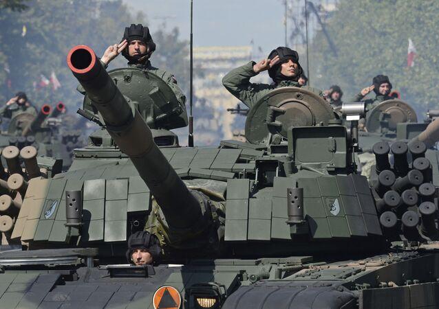 عرض عسكري في وارسو بمناسبة عيد الجيش البولندي، بولندا 15 أغسطس/ آب 2017