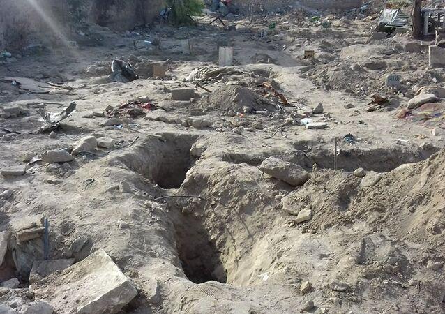 مقبرة فوق أخرى لليهود سحقها داعش في الموصل