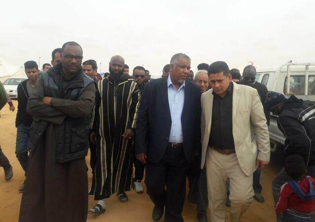 زيارة يوسف جلالة لمخيم نازحي تاورغاء