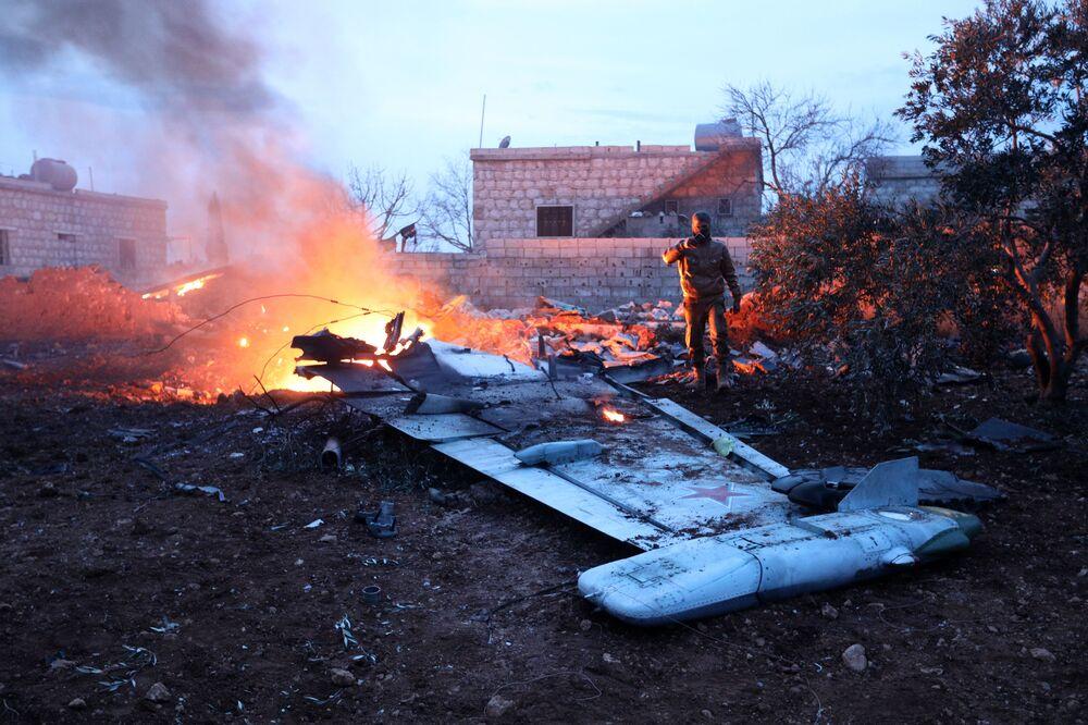 أجزاء من الطائرة الحربية الروسية سو-25 التي أُسقطت في إدلب، سوريا 3 فبراير/ شباط 2018