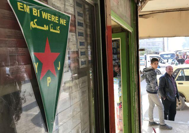 علم الأكراد - علم كردي - وحدات حماية الشعب في مدينة عفرين السورية، سوريا