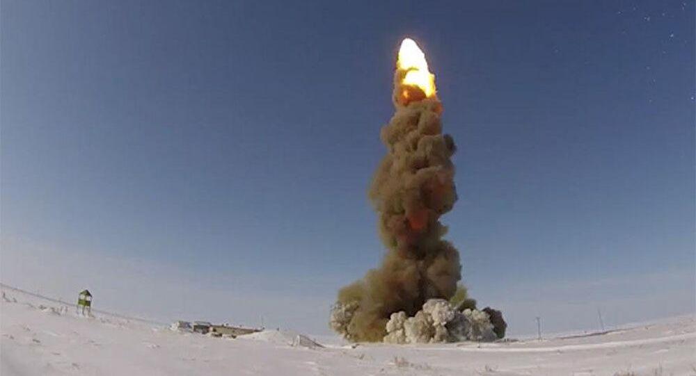 تجربة صاروخ مطوّر روسي للدفاع الجوي