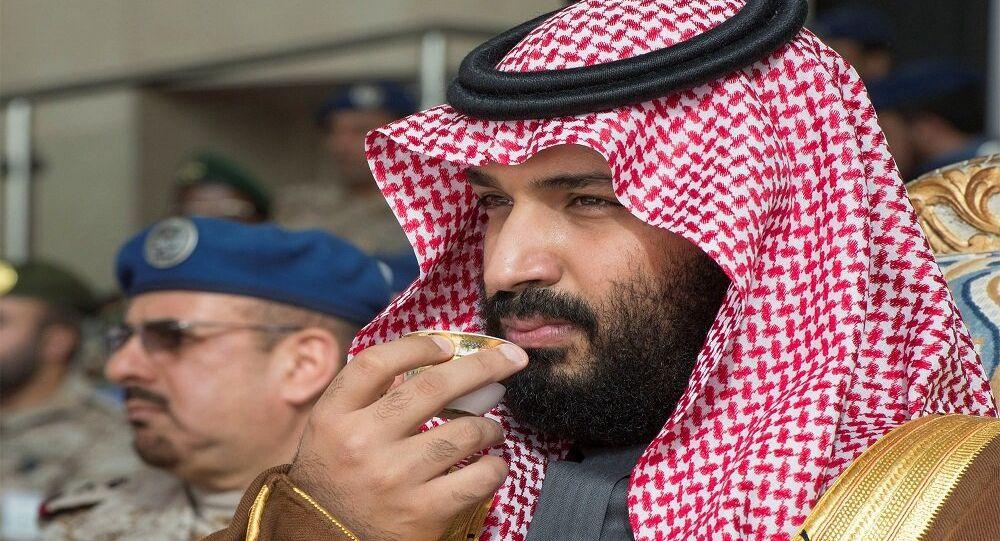محمد بن سلمان أثناء تخريج دفعة جديدة من القوات الجوية