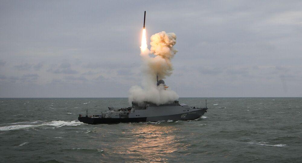 سفينة روسية تطلق صاروخ كاليبر