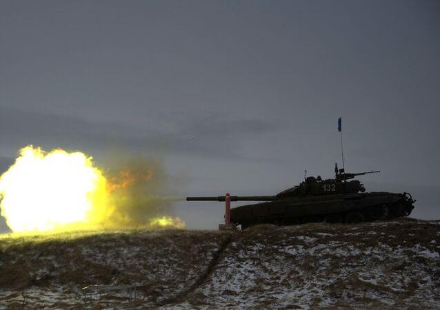 إطلاق النار من دبابة تي-72