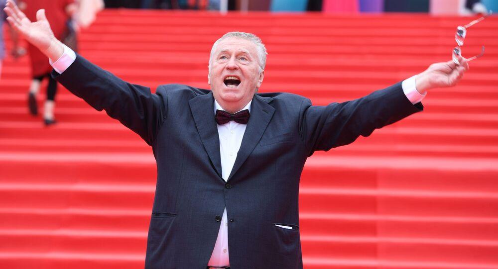 زعيم الحزب الديموقراطي الليبرالي الروسي، فلاديمير جيرينوفسكي خلال حضوره الحفل الختامي الـ 39 لمهرجان موسكو السينمائي