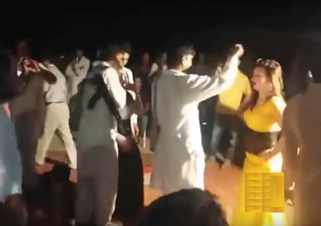 بالفيديو... شاب يقتل 3 أشخاص في حفل زفاف بالخطأ