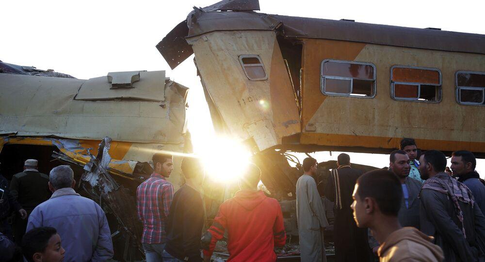 موقع اصطدام قطارين بالقرب من كوم حمادة في محافظة البحيرة في دلتا النيل، مصر 28 فبراير/ شباط 2018