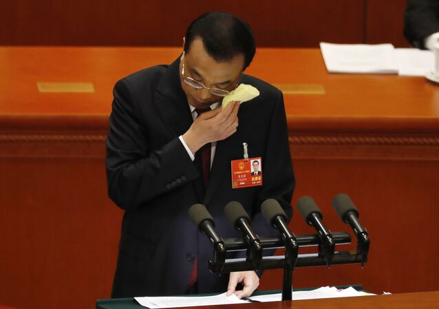 رئيس وزراء الصين لي كيكيانغ لي خلال افتتاح الجلسة الأولى للمؤتمر الـ 13 للحزب الشيوعي في بكين، الصين  5 مارس/ أذار 2018