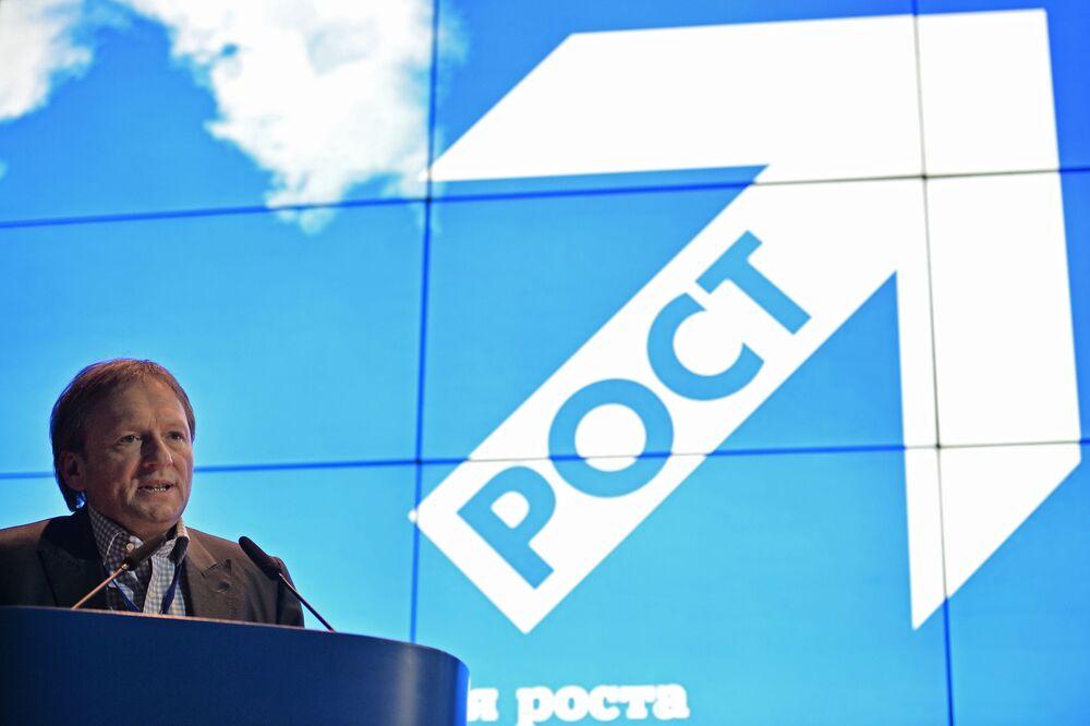 بوريس تيتوف زعيم الحزب السياسي حزب النمو، ومرشح للانتخابات الرئاسية الروسية لعام 2018، أثناء جلسة للمؤتمر الحزب