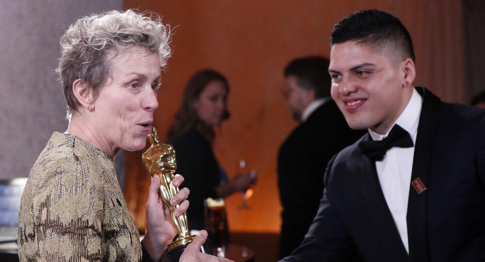 الممثلة الأمريكية فرانسس ماكدورماند تفوز بجائزة أوسكار أفضل ممثلة رئيسية لعام 2018